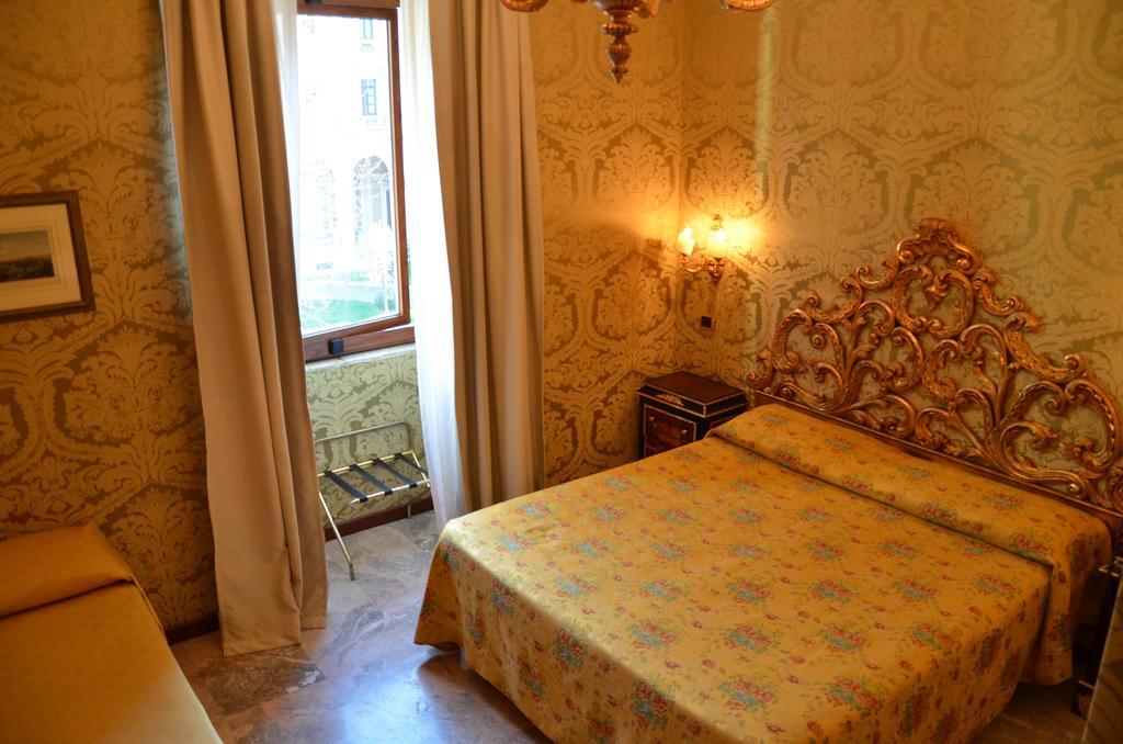 Hotel Des Epoques camere
