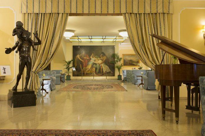 Hotel Napoleon hall