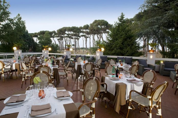 Pinewood Hotel Rome esterno