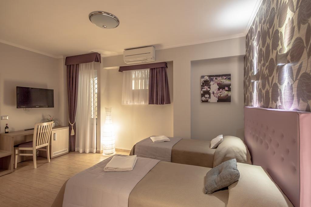 Rome Kings Suite camera